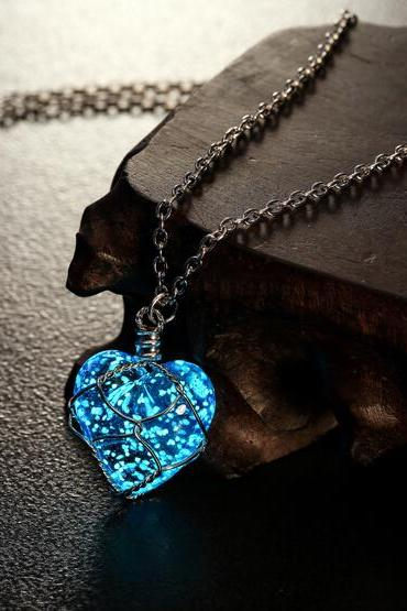 Unisex Hollow Heart Necklace Pendant Luminous Glow In The Dark Locket Jewelry Gifts-MSP0007