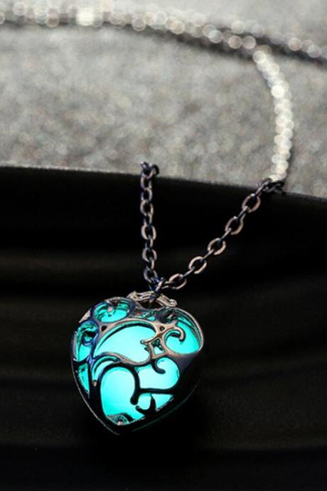 Unisex Hollow Heart Necklace Pendant Luminous Glow In The Dark Locket Jewelry Gifts-MSP0010