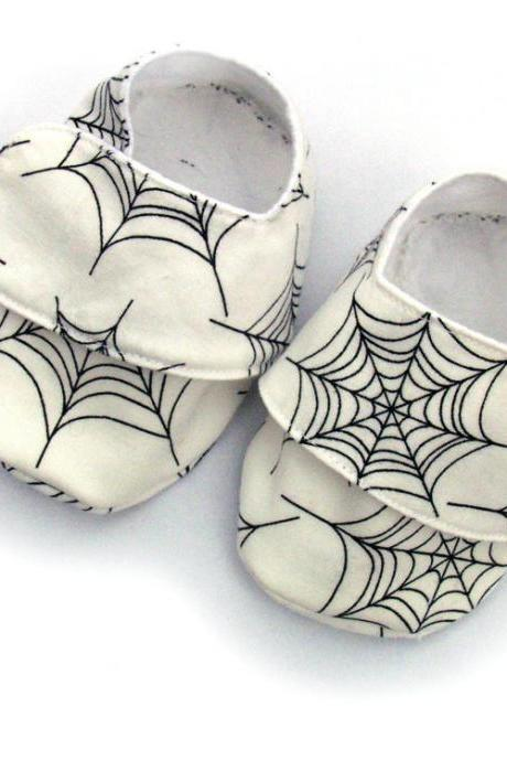 Baby Shoes - infant booties - White spiders web - size 0-6 months