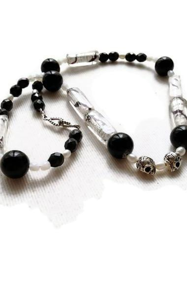 Black and white beaded necklace, silver skull necklace, pearl necklace, gothic jewelry, macabre