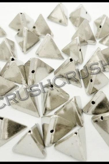 50pcs 10mm Silver Acrylic Faceted Triangle Pyramid 3D Beads Sewing on Studs Nailheads F623