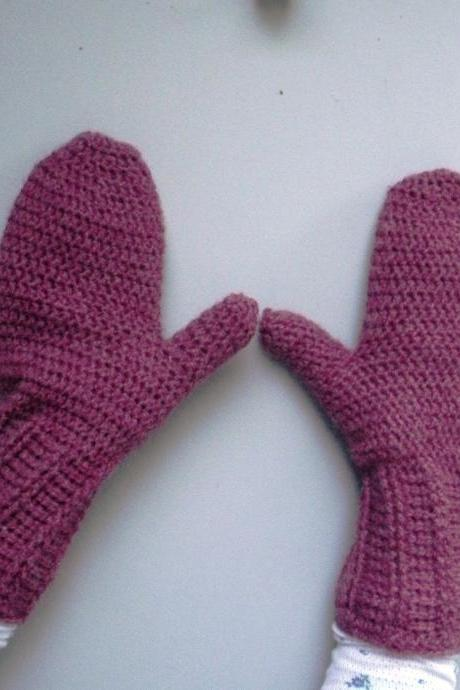 Women's crochet Mittens in deep pink rose heather, ready to ship