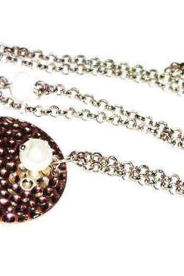 Round pendant metal necklace