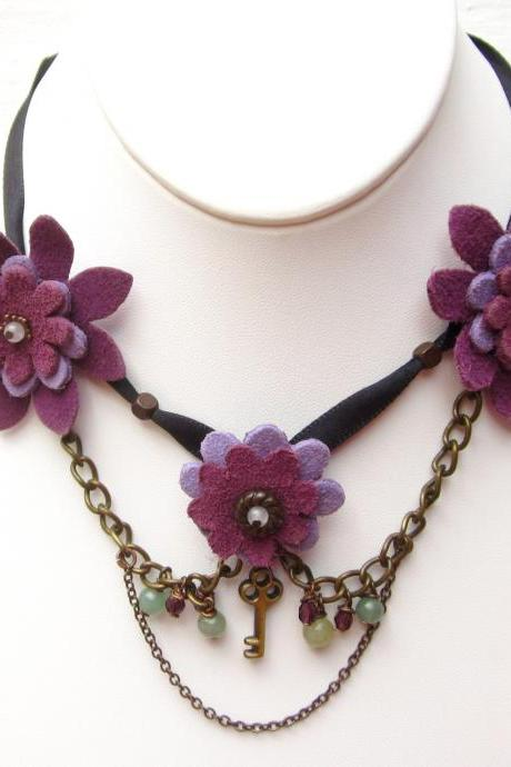 Secret Garden choker with leather flowers ribbon and chains