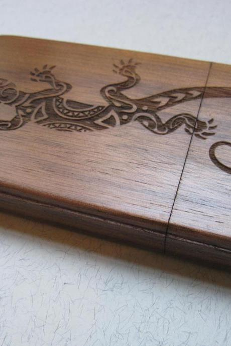 Iphone 4 case - wooden cases bamboo, cherry and walnut wood - Lizard - laser engraved