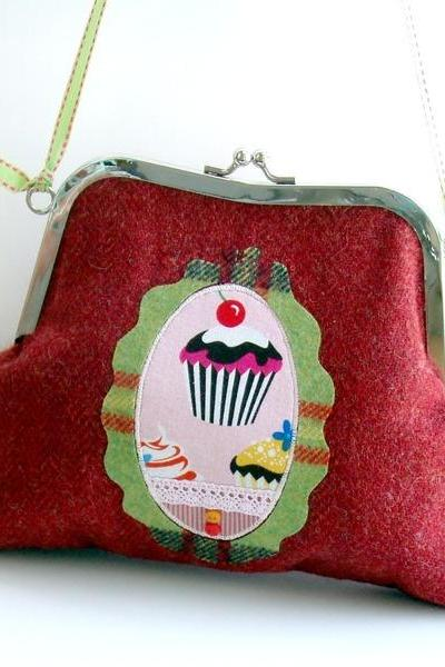 winter cupcakes shoulder purse