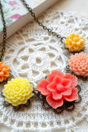 Flower Necklace - Peach Yellow Flower Cabochon Necklace - Vintage Necklace
