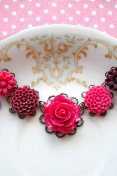Flower Necklace - Fuschia Pink Flower Cabochon Necklace - Vintage Necklace