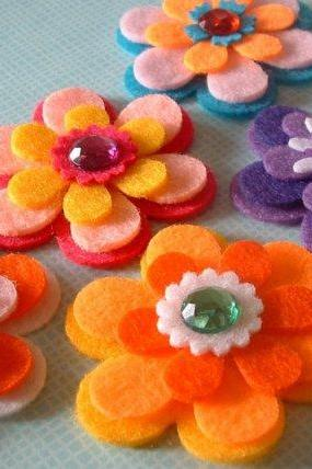 F126 --- 15 Felt flowers (5 colors and 3 shapes plus centers)