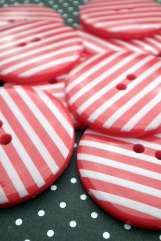 10x 34mm RED Jumbo Stripe Buttons