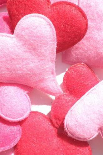 25x Soft Felt Love Hearts Pink & Red