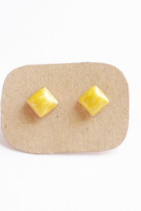 SALE - Bright Pearl Yellow Rhombus Stud Earrings - 10 mm - Gift under 10
