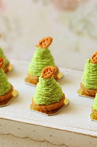Dollhouse Food Miniatures - Green Tea Mont Blanc Dessert
