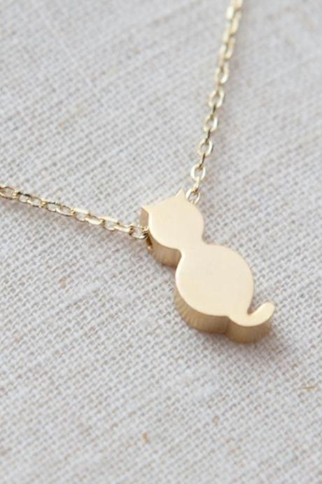Tiny cute cat necklace