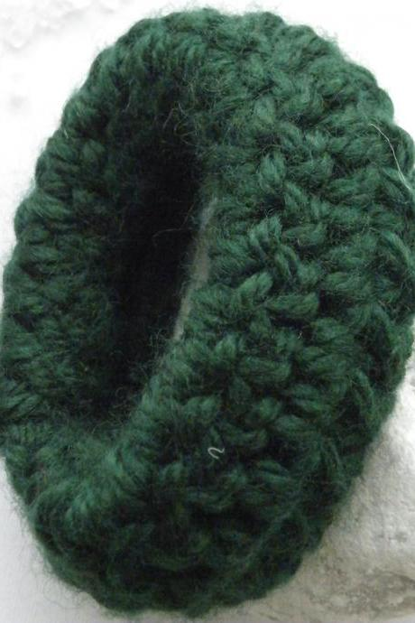 Crochet Cuff Bracelet Merino Wool Bracelet Dark Green Fall Winter Fashion Chunky Handmade by SteamyLab.