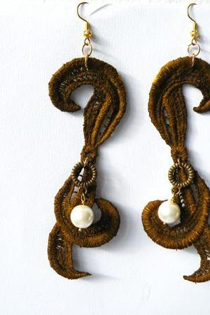 Vintage Brown Lace Hook Earrings. Hand dyed. Long Earrings. Upcycling Jewelry. Made in Italy. Handmade by SteamyLab.