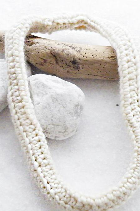 Snow White Woolen Scarf Necklace Crochet Neckwarmer Merino Wool Winter Accessories by SteamyLab.
