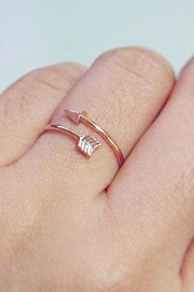 Tiny arrow adjustable ring in pink gold, everyday jewelry, delicate minimal jewelry, knuckle ring