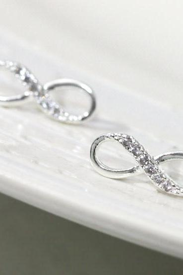 Infinity earring in silver