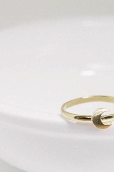 Dainty Crescent Moon adjustable ring in gold, everyday jewelry, delicate minimal jewelry