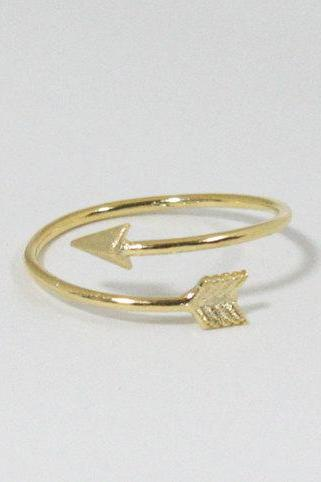 Tiny arrow adjustable ring in gold, everyday jewelry, delicate minimal jewelry
