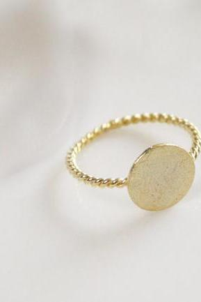 Tiny Round ring in gold