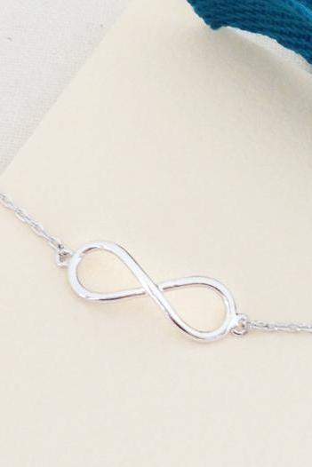Simple infinity bracelet in white gold