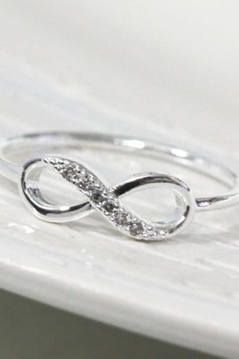 Dainty infinity ring 7.5 size in silver