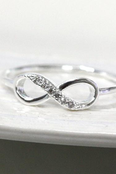 Dainty infinity ring 9 size in silver