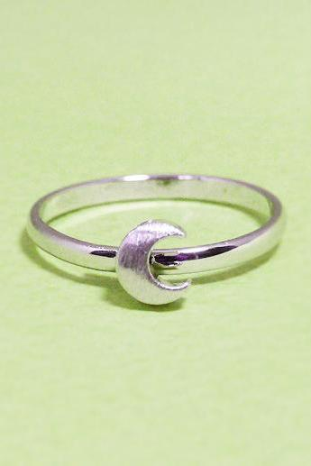 Dainty Crescent Moon adjustable ring in white gold, everyday jewelry, delicate minimal jewelry