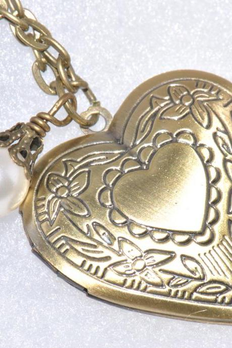 Heart Locket Necklace,Bridesmaid Gift,Friendship Necklace,Velentines Day Gift