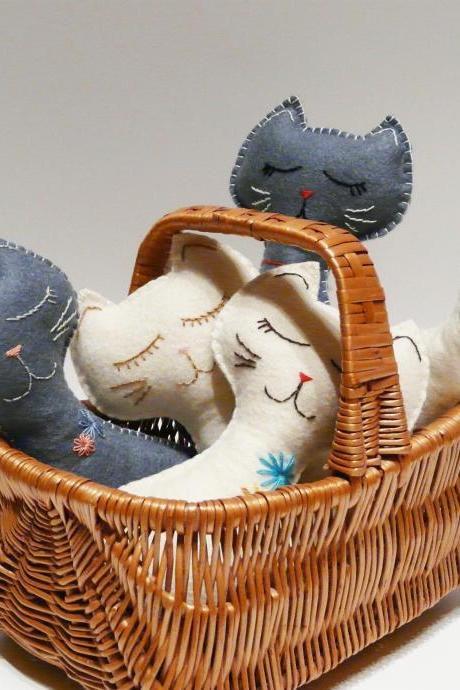 White felt cat Toy Stuffed animal handmade Safe baby toys Children