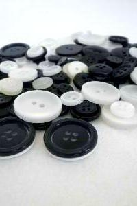 75g White and Black Jacks Buttons