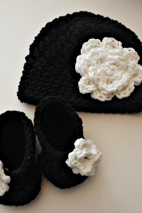 New baby gift - black and white hat and booties with rose