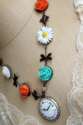 the chase - timeless garden necklace