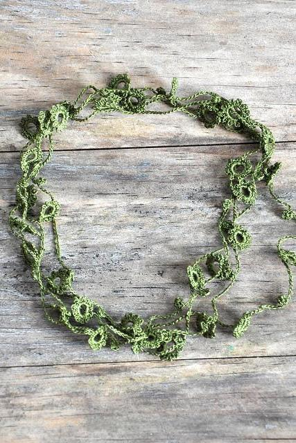 Delicate Crochet Flower Necklace in Moss Green