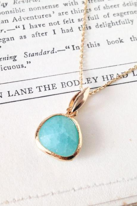 Mint green cracked glass gold chain necklace