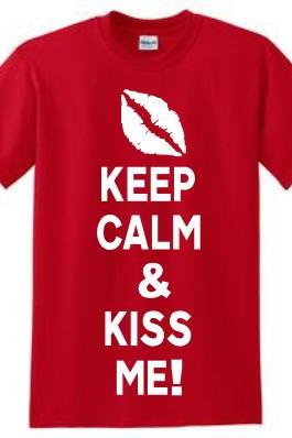Keep Calm and Kiss Me! Tee-shirt