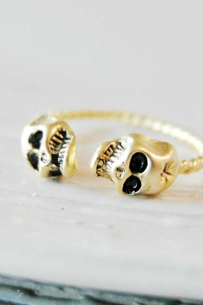 Knuckle ring, adjustable ring, skull heads ring