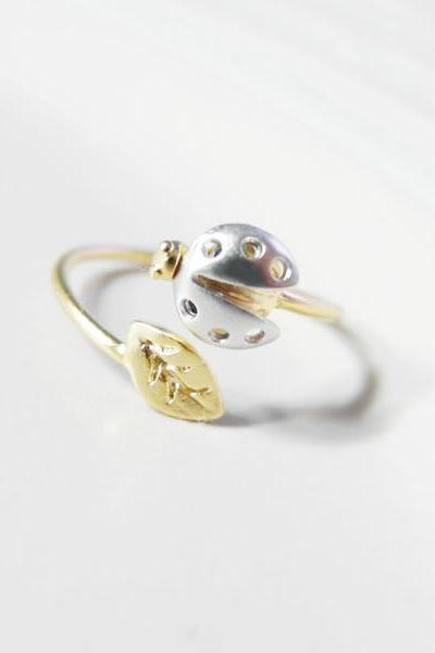 Adjustable ladybug with gold leaf ring, knuckle ring, adjustable ring