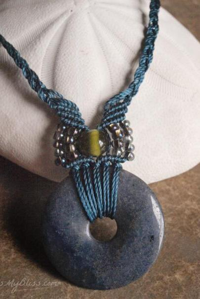 micro macrame necklace with stone pendant