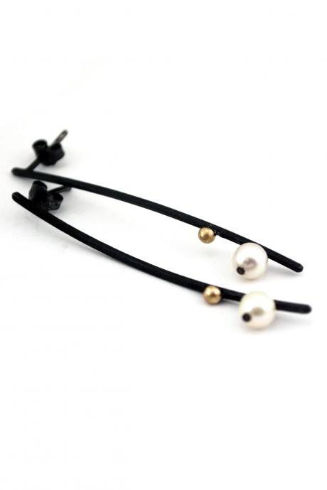 Oxidized Sterling Silver Earrings. 18kt Gold. Cultured Pearls. Black. Post. EL VIEJO BALANCIN 8 Earrings. Handmade by Maria Goti Joyas.