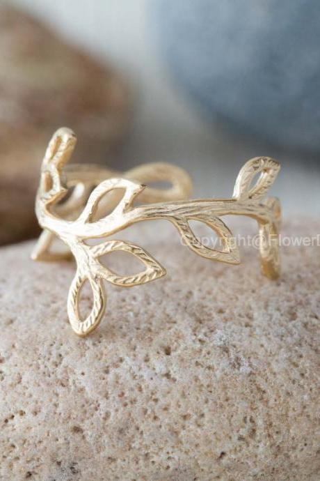 leaf branch ring in gold