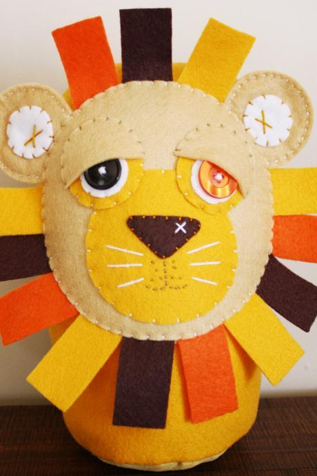 BOObeloobie Loogaroo the Lion in Cream, yellow, chocolate brown, orange and white accents
