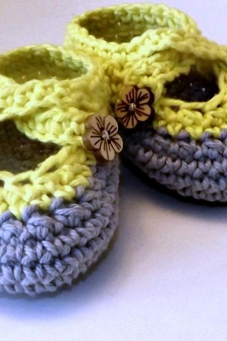 Crochet two strap baby booties, gray and yellow with wood flower buttons