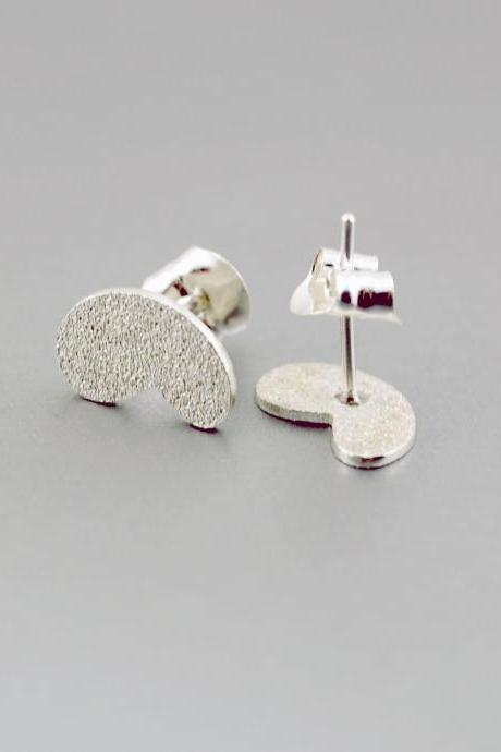 Tiny Texturized Sterling Silver Earrings. Roll Printed Texture. White. Post. VARIACIONES 2 Earrings. Handmade by Maria Goti Joyas.