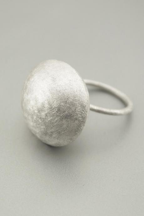 Texturized Sterling Silver Ring. White. DOTS Ring. Handmade by Maria Goti Joyas.