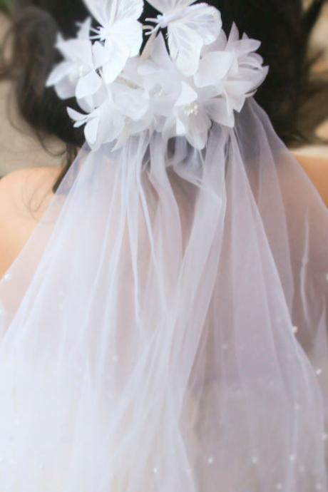 white wedding, bridal headpiece, wedding hair accessories, wedding flower comb