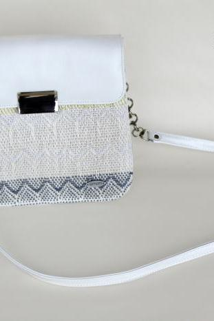 I love Colours hand-woven shoulder bag