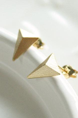 Triangle earring in gold